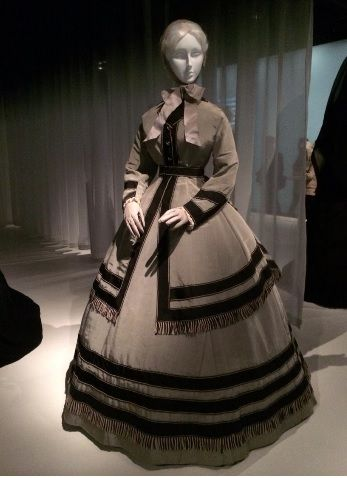 US Civil War-era wedding dress in half-mourning colors in honor of the fallen